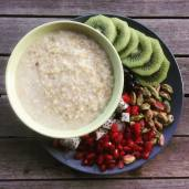 Uncovering the steel cut oats: kiwifruit, pomegranate, dragon fruit & pistachios to go on top.