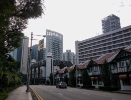 A quiet Tanglin Road, at the start of my run