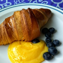 Croissant with lemon curd & blueberries